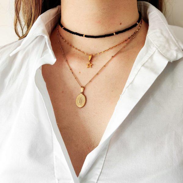 Necklace beaded shiny black