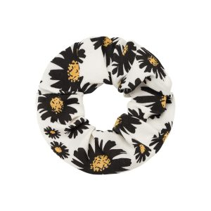 Scrunchie flowers white